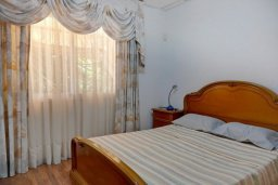 Спальня. Кипр, Гермасойя Лимассол : Двухэтажный дом с бассейном и зеленым двориком, 3 спальни, 2 ванные комнаты, Wi-Fi