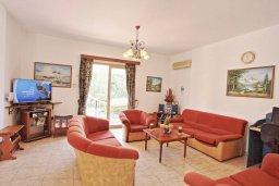 Гостиная. Кипр, Помос : Прекрасная вилла с бассейном и двориком с барбекю, 3 спальни, 4 ванные комнаты, настольный теннис, парковка, Wi-Fi