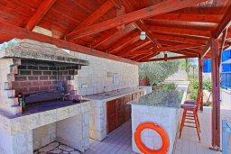 Обеденная зона. Кипр, Полис город : Прекрасная вилла с бассейном и двориком с барбекю, 3 спальни, 3 ванные комнаты, парковка, Wi-Fi