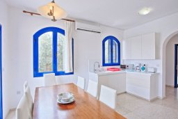 Кухня. Кипр, Полис город : Прекрасная вилла с бассейном и двориком с барбекю, 3 спальни, 3 ванные комнаты, парковка, Wi-Fi