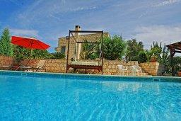 Бассейн. Кипр, Полис город : Прекрасная вилла с бассейном, барбекю и детской площадкой, 5 спален, 4 ванные комнаты, парковка, Wi-Fi
