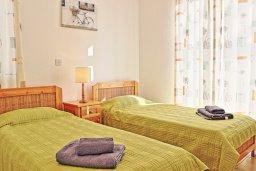 Спальня 2. Кипр, Аргака : Уютная вилла с бассейном в 50 метрах от пляжа, 3 спальни, 2 ванные комнаты, барбекю, парковка, Wi-Fi
