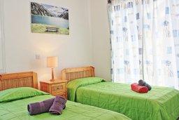 Спальня 2. Кипр, Аргака : Уютная вилла с бассейном в 50 метрах от пляжа, 2 спальни, 2 ванные комнаты, барбекю, парковка, Wi-Fi