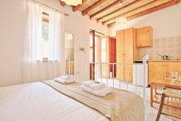 Спальня. Кипр, Друсхия : Уютная вилла с бассейном и зеленым двориком с барбекю, 3 спальни, 3 ванные комнаты, парковка, Wi-Fi