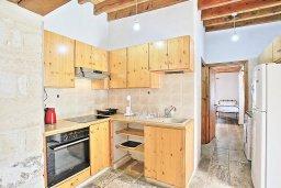 Кухня. Кипр, Друсхия : Уютная вилла с бассейном и зеленым двориком с барбекю, 3 спальни, 3 ванные комнаты, парковка, Wi-Fi