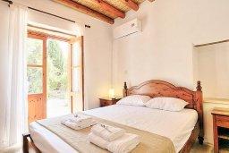 Спальня 2. Кипр, Друсхия : Уютная вилла с бассейном и зеленым двориком с барбекю, 3 спальни, 3 ванные комнаты, парковка, Wi-Fi