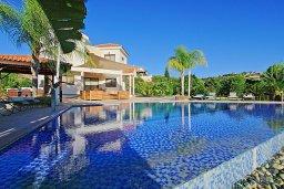 Фасад дома. Кипр, Скулли : Роскошная вилла с большим бассейном и зеленым двориком с барбекю, 4 спальни, 4 ванные комнаты, патио, детская площадка, джакузи, парковка, Wi-Fi