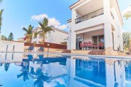 Фасад дома. Кипр, Корал Бэй : Прекрасная вилла с бассейном и двориком с барбекю, 3 спальни, 2 ванные комнаты, парковка, Wi-Fi