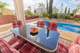 Патио. Кипр, Корал Бэй : Прекрасная вилла с бассейном и двориком с барбекю, 3 спальни, 2 ванные комнаты, парковка, Wi-Fi