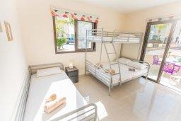 Спальня 2. Кипр, Каппарис : Апартамент в комплексе с бассейном, с гостиной, тремя спальнями, двумя ванными комнатами и террасой