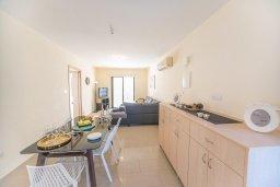 Кухня. Кипр, Каппарис : Апартамент в комплексе с бассейном, с гостиной, тремя спальнями, двумя ванными комнатами и террасой