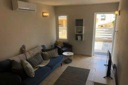 Гостиная. Кипр, Центр Айя Напы : Апартамент с гостиной, двумя спальнями и террасой