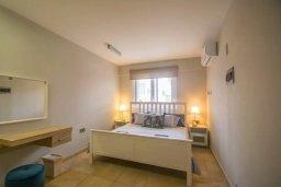 Спальня. Кипр, Центр Айя Напы : Апартамент с гостиной, двумя спальнями и террасой