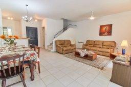 Гостиная. Кипр, Пафос город : Вилла в комплексе с бассейном, 3 спальни, 2 ванные комнаты, терраса