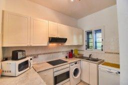 Кухня. Кипр, Пафос город : Вилла в комплексе с бассейном, 3 спальни, 2 ванные комнаты, терраса