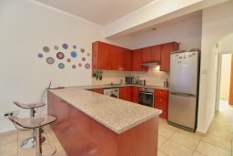 Кухня. Кипр, Пафос город : Апартамент в комплексе с бассейном, гостиная, 3 спальни, 2 ванные комнаты, терраса