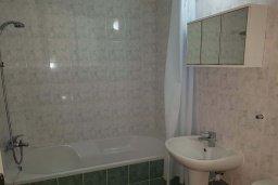 Ванная комната. Кипр, Пафос город : Апартамент в комплексе с бассейном, с гостиной, отдельной спальней и террасой