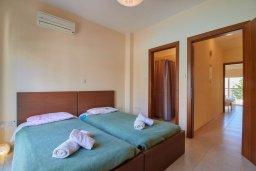 Спальня 2. Кипр, Пафос город : Двухэтажный таунхаус в комплексе с бассейном, 2 спальни, 2 ванные комнаты, патио, барбекю
