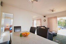 Гостиная. Кипр, Корал Бэй : Прекрасная вилла с бассейном и зеленым двориком с барбекю, 4 спальни, 2 ванные комнаты, джакузи, парковка, Wi-Fi