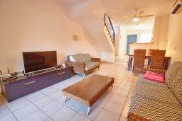 Гостиная. Кипр, Пафос город : Двухэтажный таунхаус в комплексе с бассейном, 2 спальни, 2 ванные комнаты, терраса