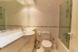 Ванная комната. Кипр, Пафос город : Двухэтажный таунхаус в комплексе с бассейном, 2 спальни, 2 ванные комнаты, терраса