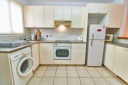 Кухня. Кипр, Пафос город : Двухэтажный таунхаус в комплексе с бассейном, 2 спальни, 2 ванные комнаты, терраса