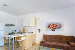Студия (гостиная+кухня). Кипр, Центр Лимассола : Студия в комплексе с бассейном и в 20 метров до пляжа