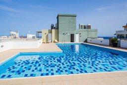 Бассейн. Кипр, Центр Лимассола : Студия в комплексе с бассейном и в 20 метров до пляжа