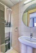 Ванная комната. Кипр, Центр Лимассола : Студия в комплексе с бассейном и в 20 метров до пляжа