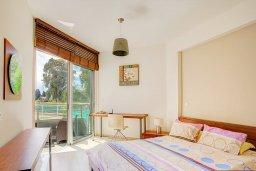 Спальня. Кипр, Гермасойя Лимассол : Апартамент в комплексе с бассейном и в 50 метрах от пляжа, с гостиной, двумя спальнями, двумя ванными комнатами и балконом