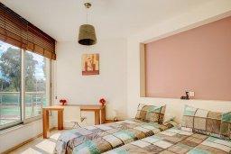 Спальня 2. Кипр, Гермасойя Лимассол : Апартамент в комплексе с бассейном и в 50 метрах от пляжа, с гостиной, двумя спальнями, двумя ванными комнатами и балконом