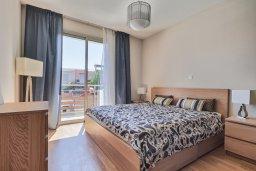 Спальня. Кипр, Св. Рафаэль Лимассол : Роскошный апартамент в комплексе с бассейном, 100 метров до пляжа, большая гостиная, 2 спальни, балкон