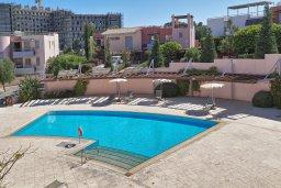 Бассейн. Кипр, Св. Рафаэль Лимассол : Роскошный апартамент в комплексе с бассейном, 100 метров до пляжа, большая гостиная, 2 спальни, балкон