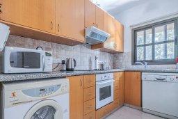 Кухня. Кипр, Центр Лимассола : Прекрасный таунхаус в комплексе с двумя бассейнами, 2 спальни, 2 ванные комнаты, парковка, Wi-Fi