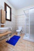 Ванная комната. Кипр, Каво Марис Протарас : Прекрасная вилла с бассейном и двориком с барбекю, 3 спальни, 2 ванные комнаты, парковка, Wi-Fi