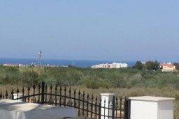 Вид на море. Кипр, Пернера : Прекрасная вилла с бассейном и зеленым двориком с барбекю, 8 спален, 4 ванные комнаты, парковка, Wi-Fi