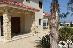 Фасад дома. Кипр, Пернера : Прекрасная вилла с бассейном и зеленым двориком с барбекю, 8 спален, 4 ванные комнаты, парковка, Wi-Fi