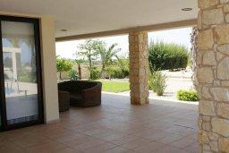 Терраса. Кипр, Пернера : Прекрасная вилла с бассейном и зеленым двориком с барбекю, 8 спален, 4 ванные комнаты, парковка, Wi-Fi