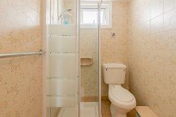 Ванная комната. Кипр, Декелия - Ороклини : Студия с кондиционером и плазменным телевизором в 200 метрах от пляжа