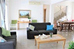 Гостиная. Кипр, Каппарис : Уютная вилла с бассейном и двориком с барбекю, 3 спальни, 2 ванные комнаты, парковка, Wi-Fi