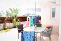 Обеденная зона. Кипр, Каппарис : Уютная вилла с бассейном и двориком с барбекю, 3 спальни, 2 ванные комнаты, парковка, Wi-Fi