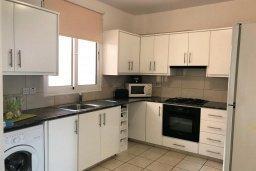 Кухня. Кипр, Паралимни : Двухэтажный таунхаус в комплексе с бассейном, 3 спальни, 2 ванные комнаты, парковка, Wi-Fi