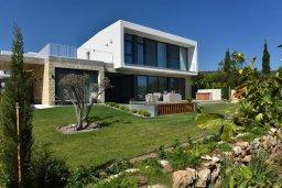 Фасад дома. Кипр, Лачи : Роскошная современная вилла в 100 метрах от пляжа с бассейном и зеленым двориком, 5 спален, 3 ванные комнаты, барбекю, парковка, Wi-Fi