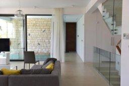 Гостиная. Кипр, Лачи : Роскошная современная вилла в 100 метрах от пляжа с бассейном и зеленым двориком, 5 спален, 3 ванные комнаты, барбекю, парковка, Wi-Fi