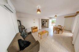 Гостиная. Кипр, Пернера : Прекрасная вилла с двориком с барбекю, 3 спальни, парковка, Wi-Fi