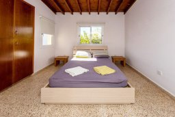 Спальня. Кипр, Пернера : Прекрасная вилла с двориком с барбекю, 3 спальни, парковка, Wi-Fi