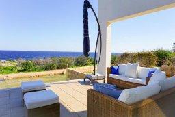 Патио. Кипр, Коннос Бэй : Современная вилла с патио и видом на море, 5 спален, 5 ванных комнат, парковка, Wi-Fi