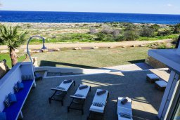 Терраса. Кипр, Коннос Бэй : Современная вилла с патио и видом на море, 5 спален, 5 ванных комнат, парковка, Wi-Fi