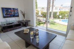 Гостиная. Кипр, Корал Бэй : Прекрасная вилла с бассейном и зеленым двориком с барбекю, 4 спальни, 2 ванные комнаты, парковка, Wi-Fi