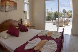 Спальня 2. Кипр, Корал Бэй : Прекрасная вилла с бассейном и зеленым двориком с барбекю, 4 спальни, 2 ванные комнаты, парковка, Wi-Fi